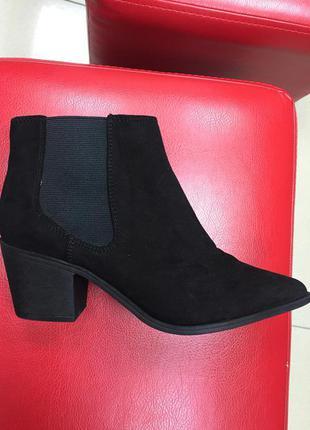 Ботинки челси с зауженным носком