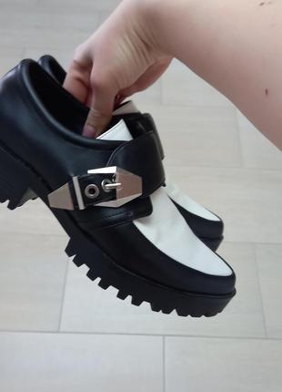 Туфли лоферы фирмы zara