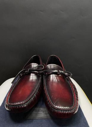Шкіряні-лаковані туфлі prada оригінал