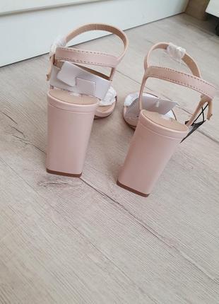 Кожаные босоножки на каблуке mango10 фото