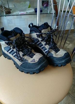 Термо ботинки,кроссовки фирмы adidas art: 662048 оригинал.р-39.24,5см..
