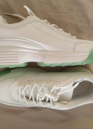 Asos кроссовки белые с подошвой салатового цвета