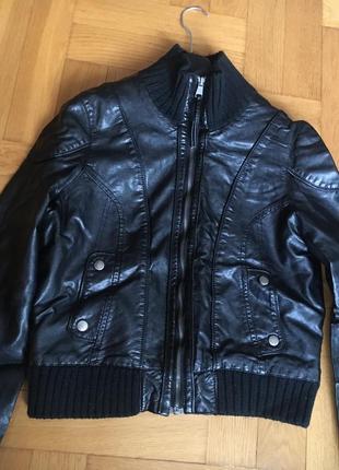 Фирменная качественная куртка кожанка р.46-48
