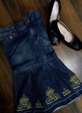 Эксклюзивная джинсовая миди юбка с вышивкой и необработанным краем