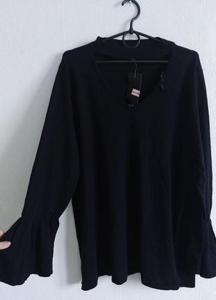 Натуральный легкий свитерок с красивым вырезом