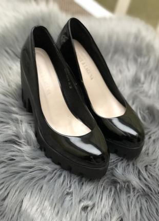 Туфлі жіночі лакові, розмір 36-37