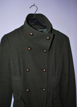 Стильное пальто милитари дорого бренда
