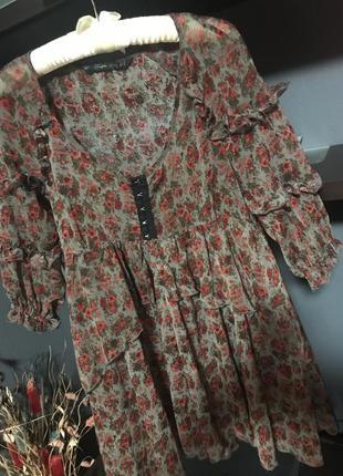 Шикарное легкое платье с рюшками