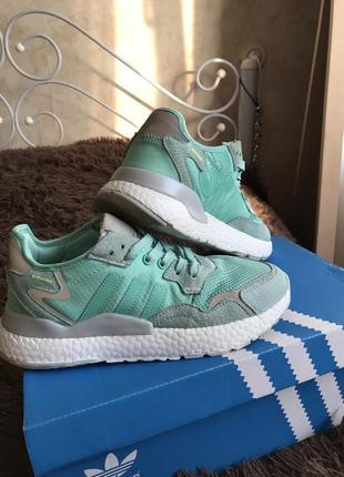 Женские кроссовки adidas nite jogger зм мятные