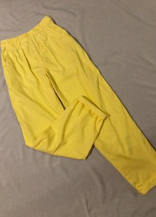 Актуальные штаны бананы на высокой посадке