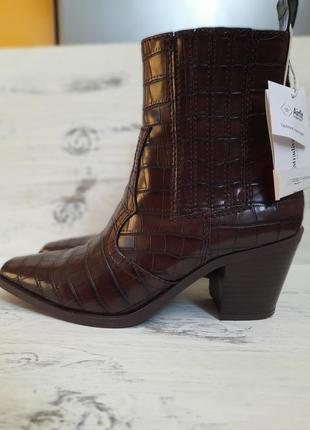 Стильные ботинки челси, казаки stradivarius,  на весну, деми сапоги