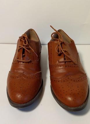 Классические туфли оксфорды теплого коричневого цвета