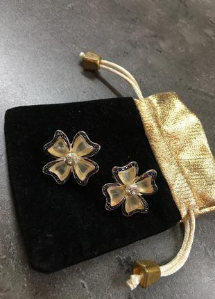 Серебристые серьги с цветочком (бесплатная доставка)