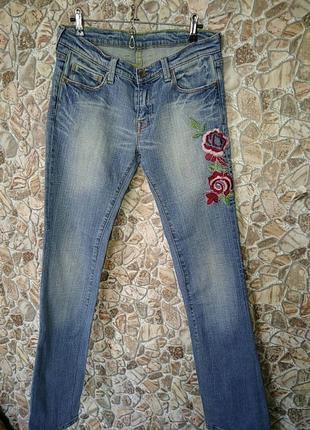 Очень красивые джинсы с вышивкой