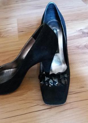 Oригинальные и шикарные туфли