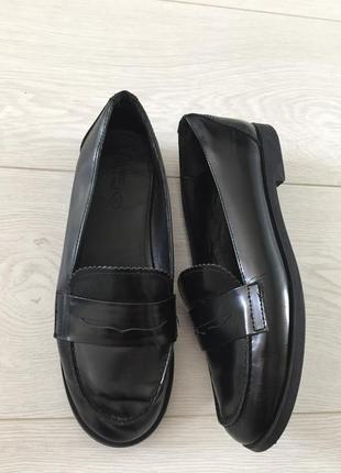 Кожаные туфли zara лоферы
