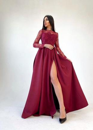 Платье макси с кружевным верхом и разрезом на юбке бордовое