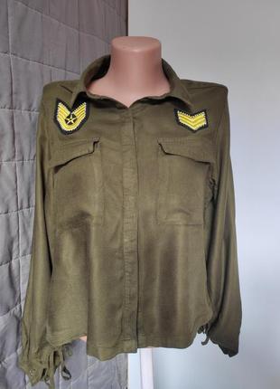 Рубашка блуза со шнуровкой цвета хаки