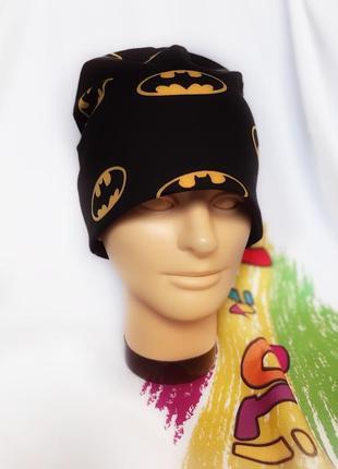 Весенняя трикотажная шапка batman.