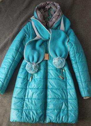 Супер куртка на весну и осень с двухцветным шарфом.