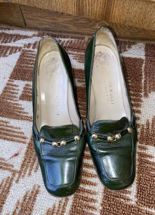 Лаковые женские туфли зелёные на каблуке, bruno magli