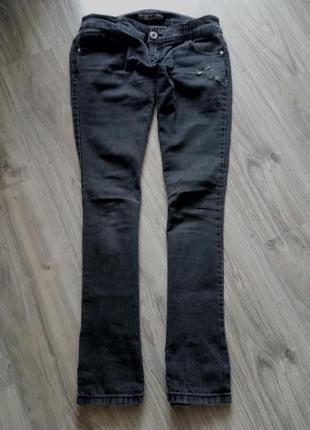 Серые джинсы прямого кроя