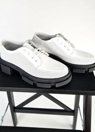 Туфли с перфорацией , кожа