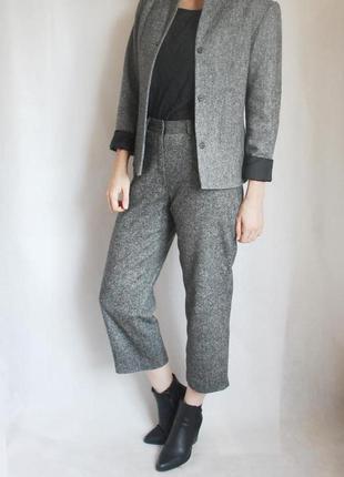 Шерстяной брючный костюм etam. на  подкладке. брюки кюлоты/пиджак, размер м