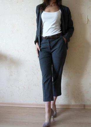 Стильный деловой костюм от н&m на размер s