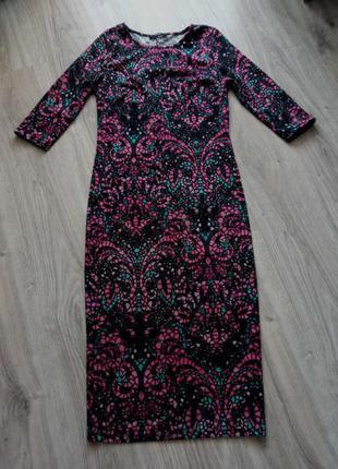 Платье длины миди в орнамент