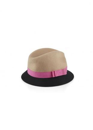 Шляпа с контрастной лентой