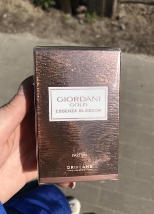 Духи giordani gold essenza blossom [джордани голд эссенза блоссом]
