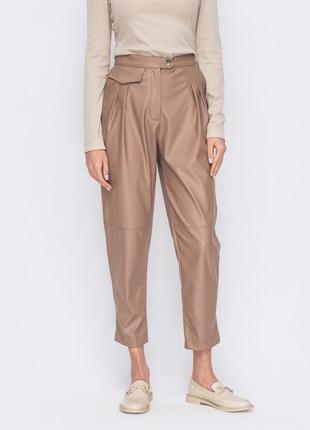 Бежевые коричневые кожаный брюки укорочённые зауженные из эко кожи
