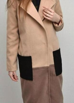 Стильное двухцветное пальто
