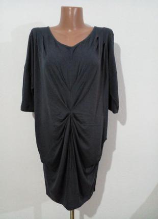 Трикотажна сукня вільного фасону з драпіровкою