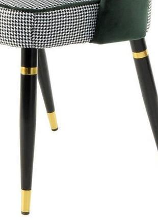 Стул-кресло с чёрными ножками и зелёной бархатистой спинкой и обивкой гусиная лапка
