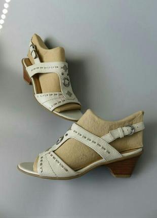 Босоножки кожаные footglover
