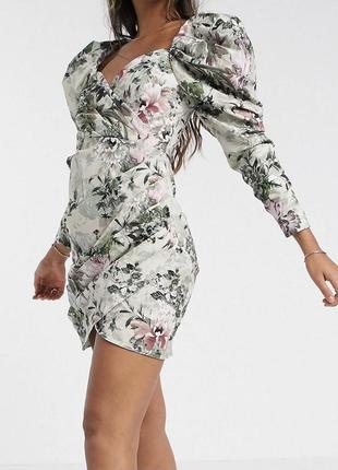 Нарядное платье с пышными рукавами