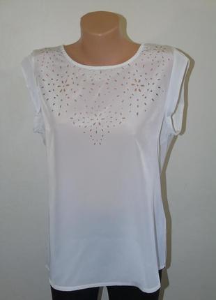 Легкая  белая блузочка с перфорацией