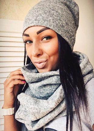 Стильная шапка и шарф хомут  серый