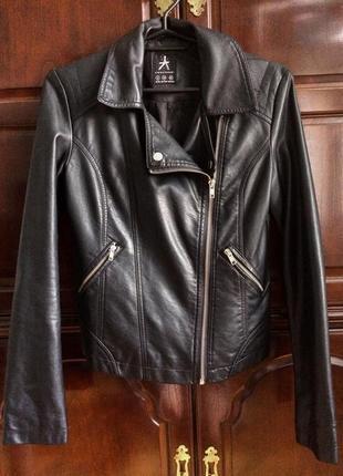 Стильная кожаная куртка кожанка косуха на молнии