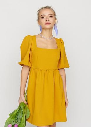 Горчичное легкое пышное платье с широким рукавом