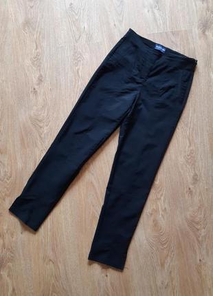 Стрейчевые узкие брюки по косточку с разрезами