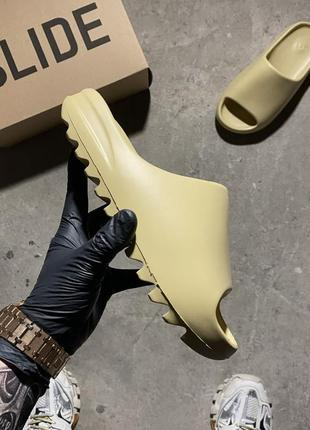 Adidas yeezy slide earth bone
