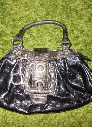 В наличии модная сумочка,фирма roccobarocco