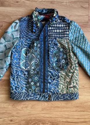 Desigual красивая модная яркая куртка на молнии