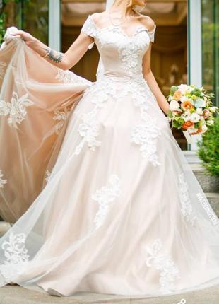 Свадебное платье айвори с белым кружевом с длинным шлейфом вечернее бежевое