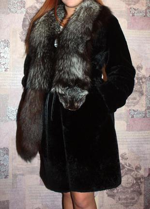 Шикарная мутоновая шуба с воротником из чернобурки