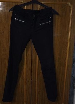 Модные женские чёрные джинсы