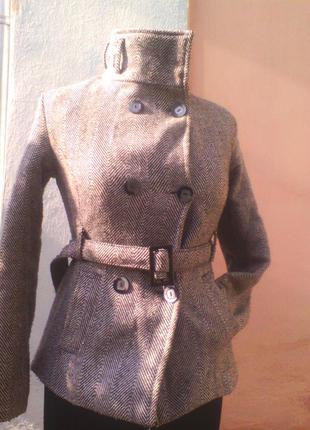 Укороченое шерстяное пальтишко